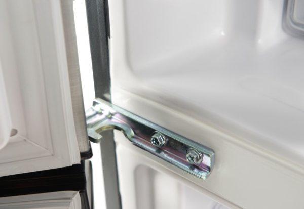 Левые петли для холодильника R-BG410PUC6XGS (Hitachi)